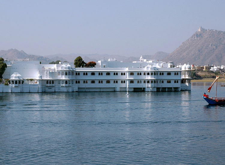 Lake Pichola |  Famous Places to Visit in Rajasthan