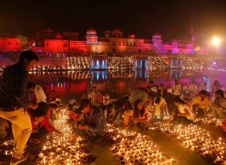 300,000 Lit in India for Diwali