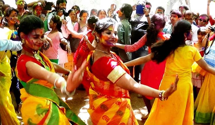 enjoy Holi in Shantiniketan