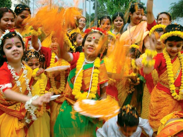 Kids celebrate holi in purulia