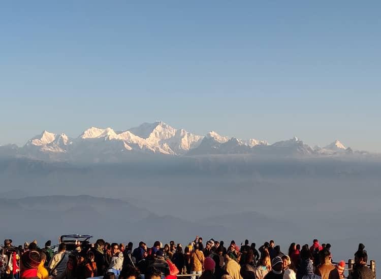 People are seeing Tiger Hill in Darjeeling