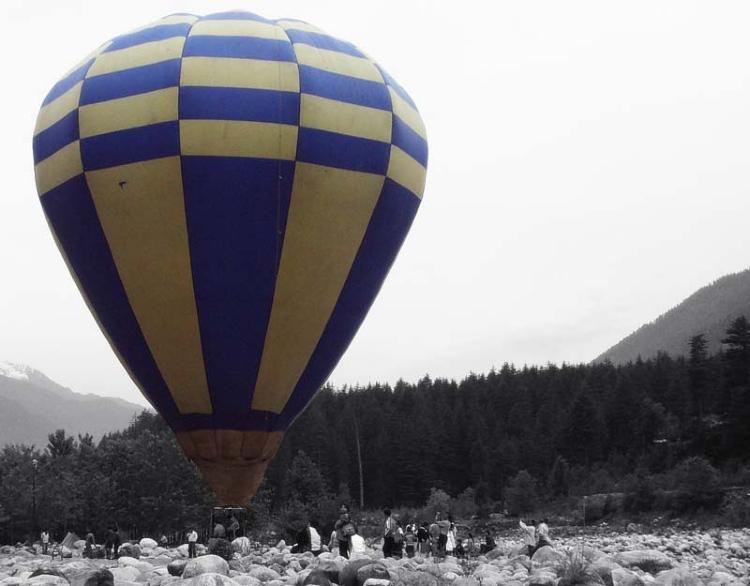 Hot air balloon ride in Manali